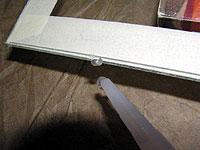 Нанесение силиконового маркера для одинаковой толщины шва